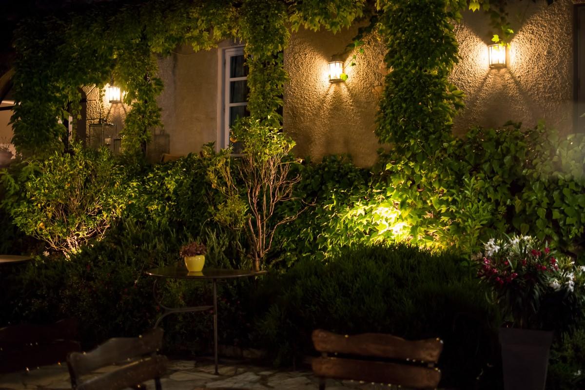 Iluminatul exterior al casei