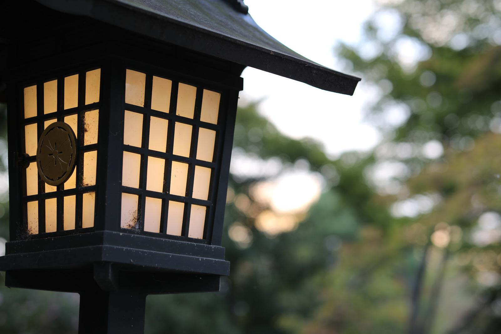 lampă stradală cu panou solar